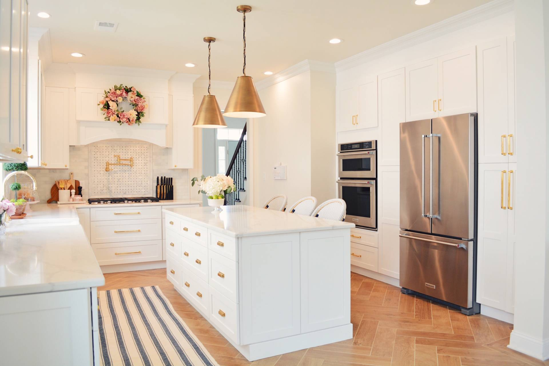 Here\u0027s a look at this light style in the kitchen of thepinkdream.com (one of my fav bloggers) in her new \u201d classic white kitchen remodel\u201c. & How to Update Kitchen Lighting on a Budget - The Leslie Style