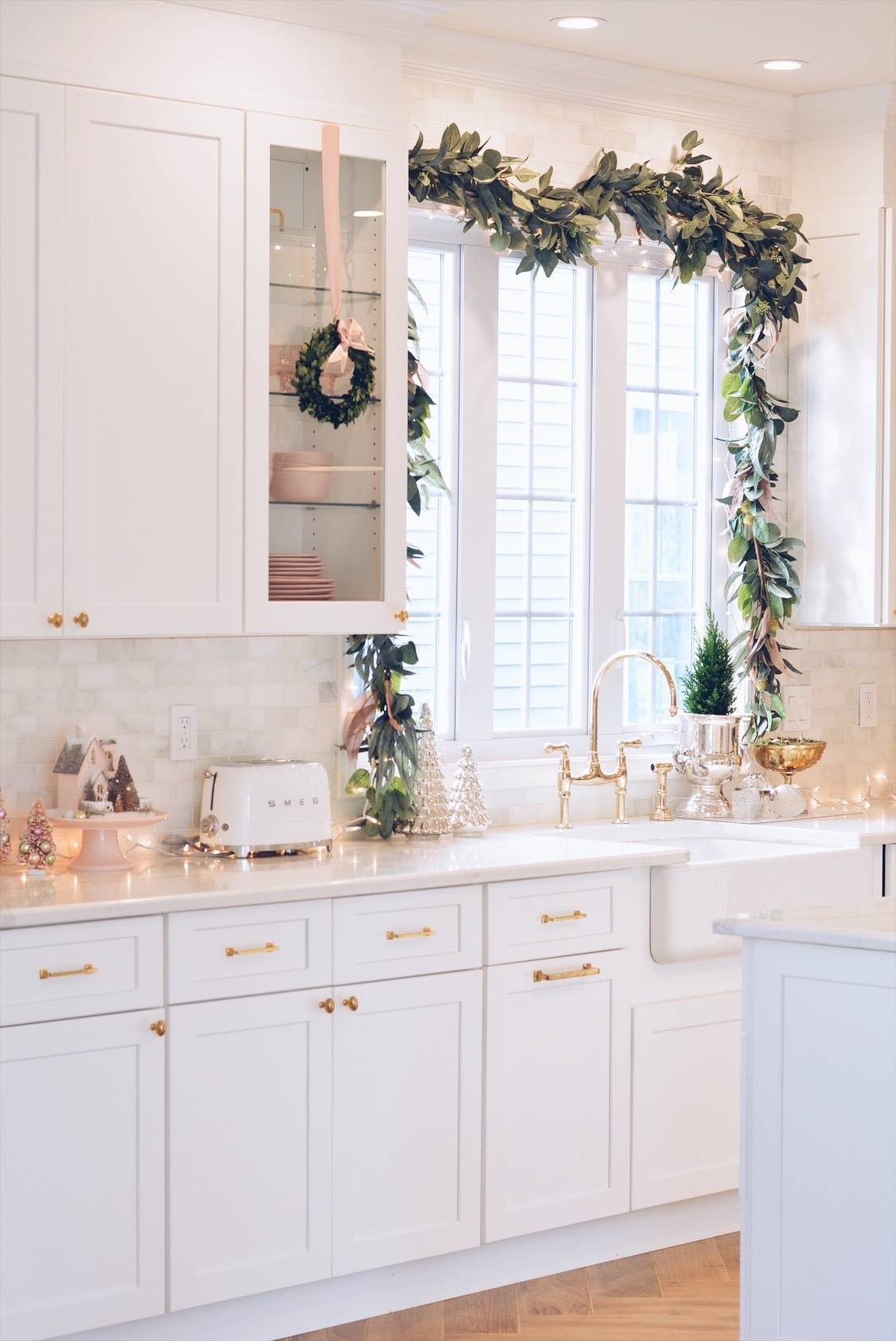 christmas wreath on kitchen cabinet, glitter house, window decorated with Christmas garland ...